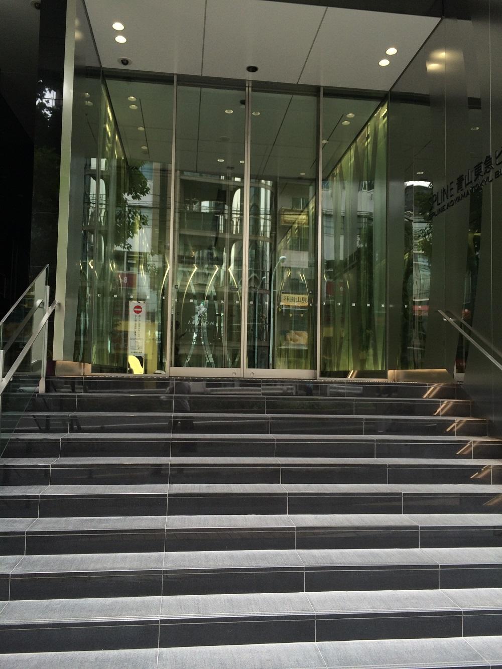 ビジネスエアポート青山_入り口階段