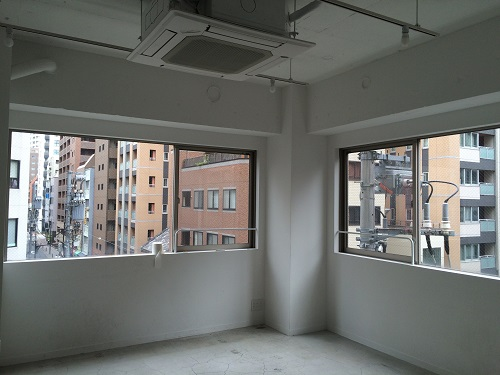 LEAGUE(リーグ)_4階サービスオフィス_窓側