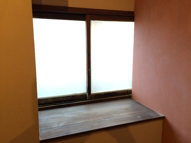 ベースポイントオフィスは新宿・西新宿のレンタルオフィス格安の10万円程で個室レンタルオフィス_208個室レンタルオフィス出窓
