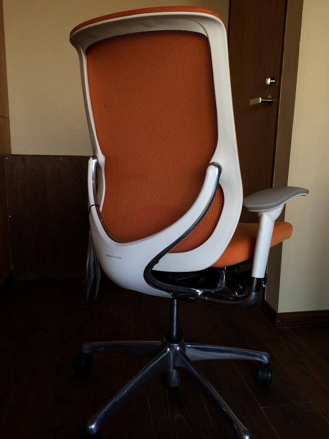 ベースポイントオフィスは新宿・西新宿のレンタルオフィス格安の10万円程で個室レンタルオフィス_23_岡村製作所ゼファー椅子チェア