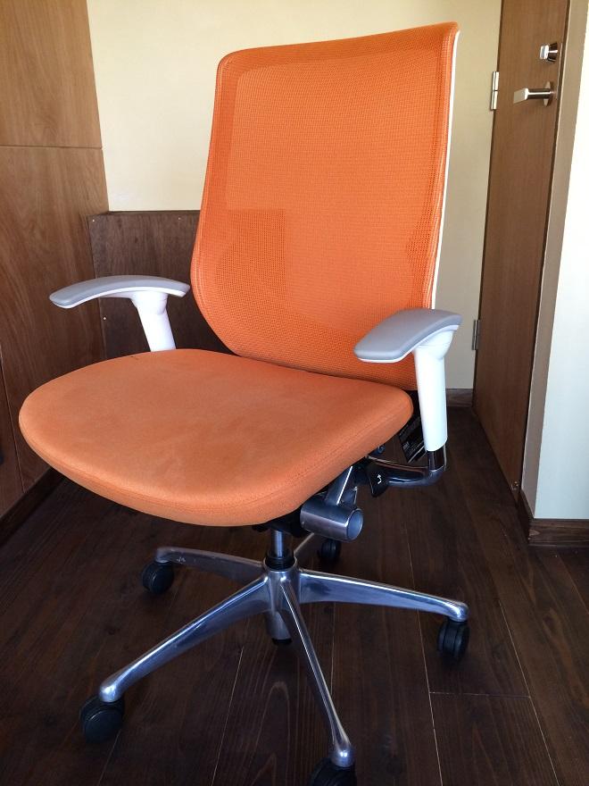 ベースポイントオフィスは新宿・西新宿のレンタルオフィス格安の10万円程で個室レンタルオフィス_23_岡村製作所ゼファー椅子チェア2