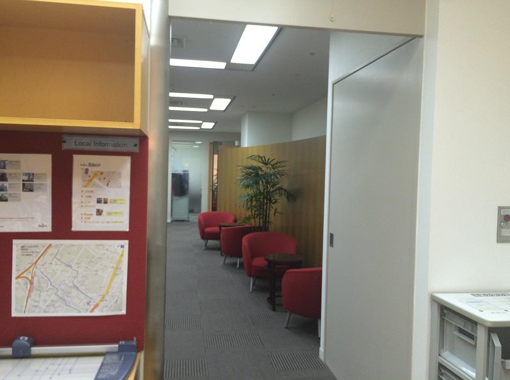 リージャス神谷町MTビル_個室レンタルオフィス_受付横ラウンジ