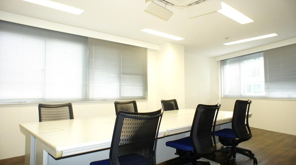 ビズサークル 新宿三丁目オフィス 会議室