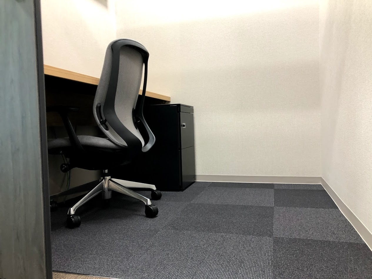 .BASE(ドットベース)虎ノ門_半個室サービスオフィス1名部屋