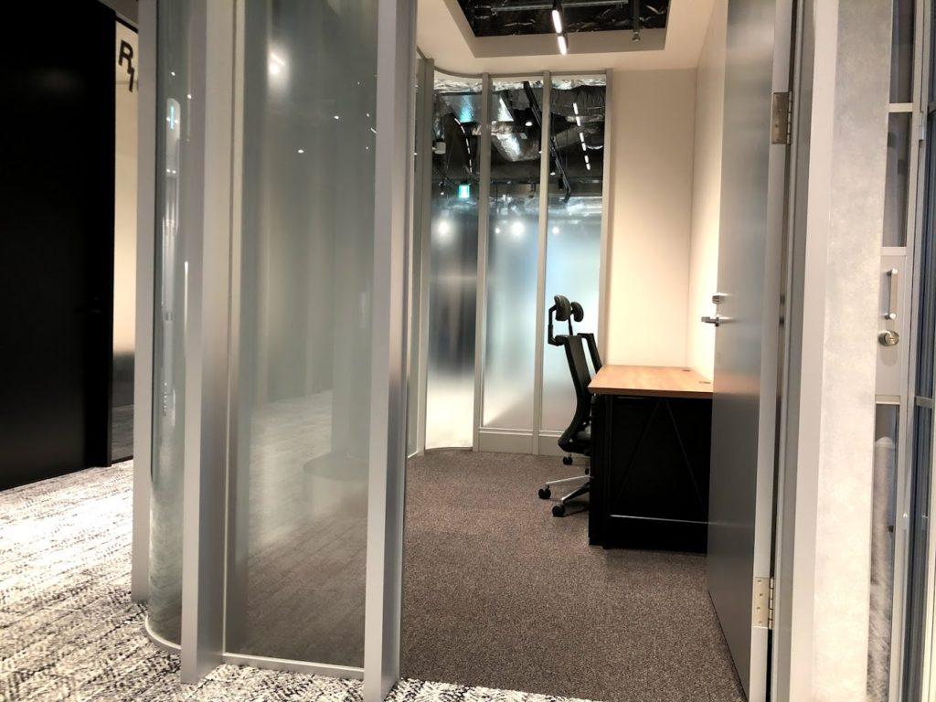 ビジネスエアポート竹芝_2名用の半個室レンタルオフィス
