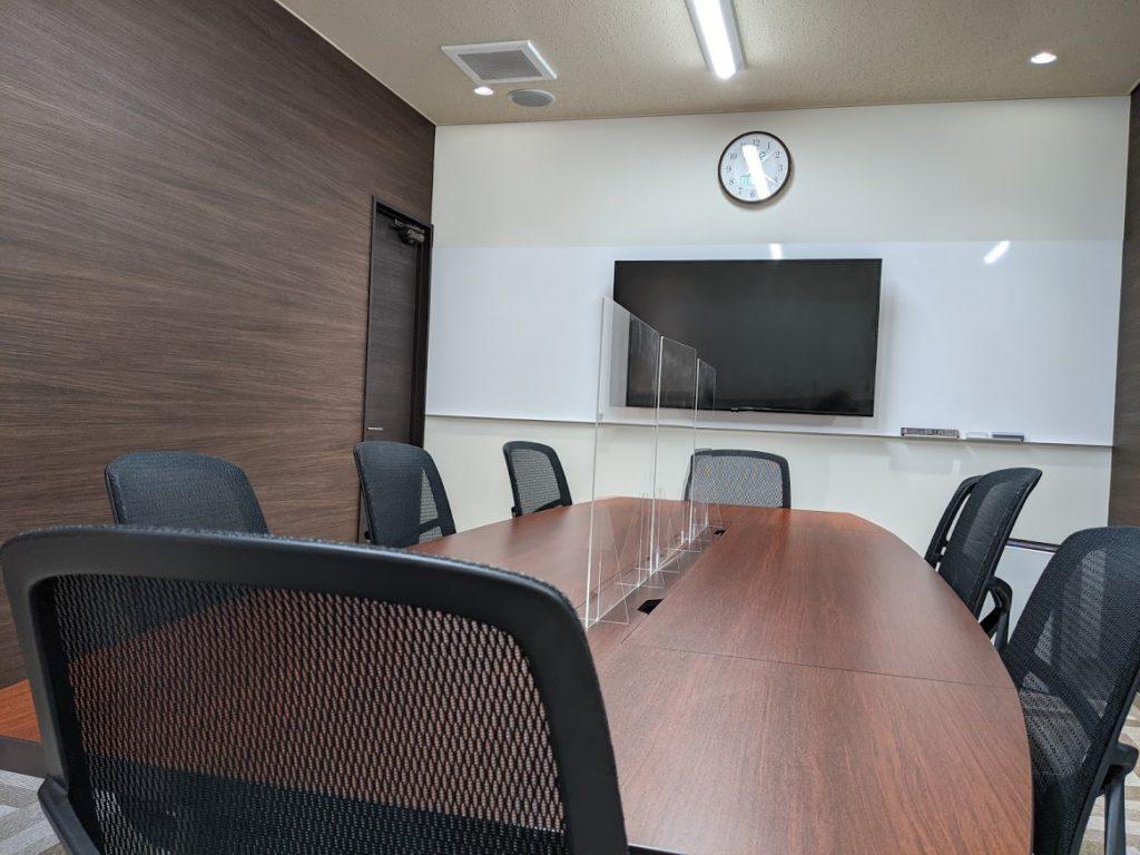 ビズコネクト新宿_会議室の机