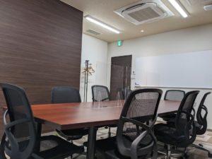 ビズコネクト新宿_会議室の机2