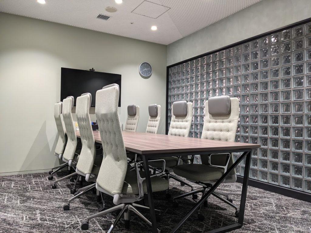 ビジネスエアポート新宿三丁目の会議室8名用