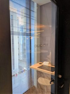 ビジネスエアポート新宿三丁目のテレビ会議に使えるオンラインミーティングルームの個室