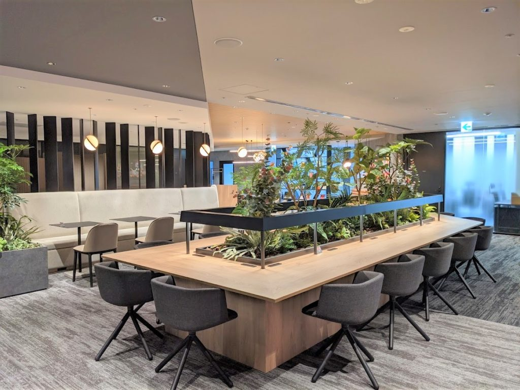 ビジネスエアポート新宿三丁目の5階のソロワーク推奨ラウンジ