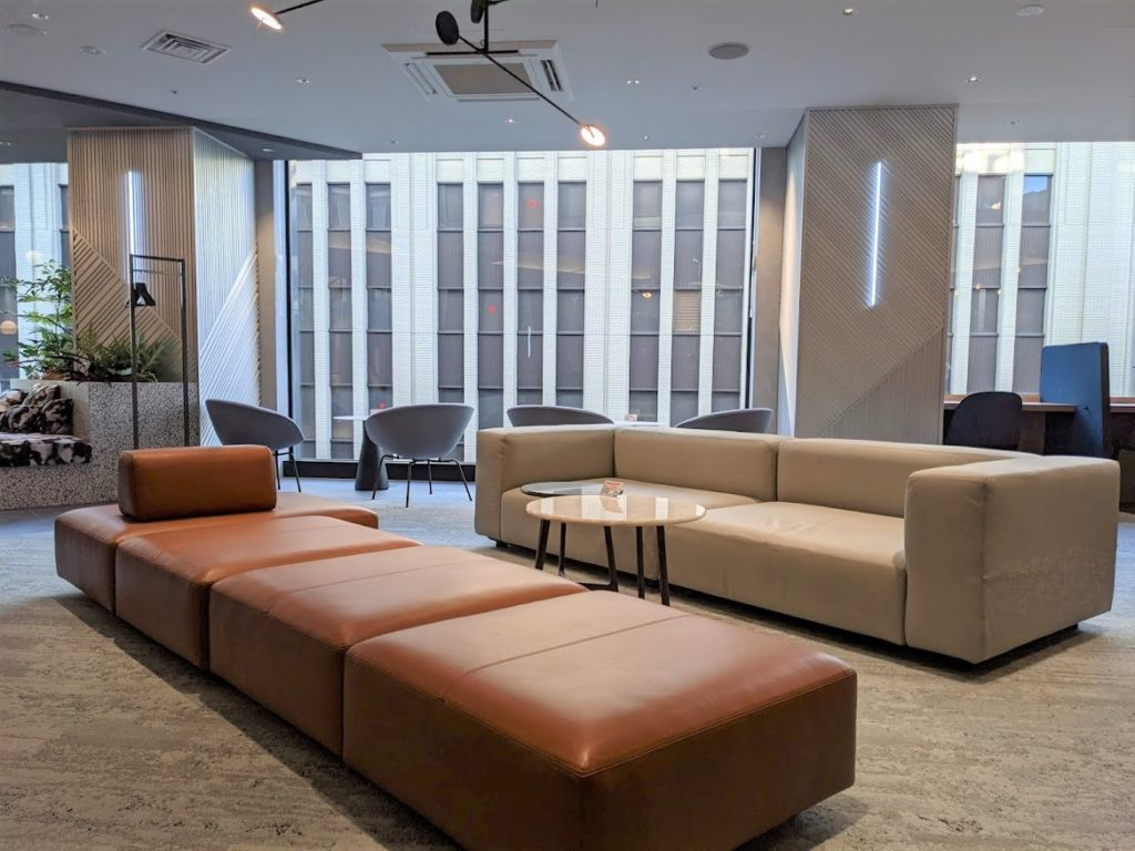 ビジネスエアポート新宿三丁目で打ち合わせに最適なソファ席