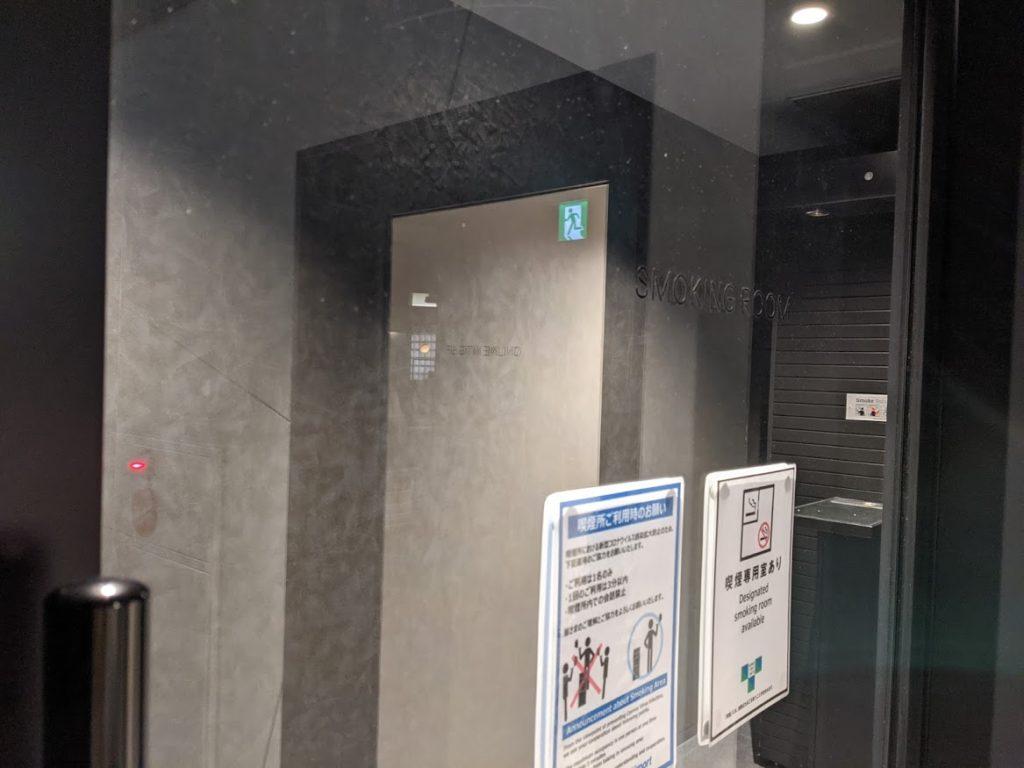 スモーキングルーム_喫煙ルーム