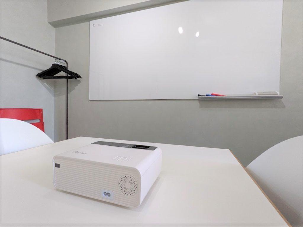 ワンストップビジネスセンター虎ノ門のオフィス備品_プロジェクター