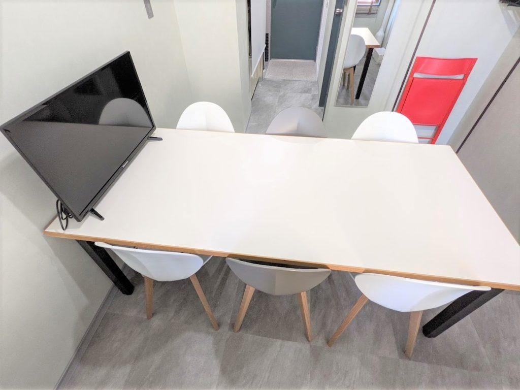 虎ノ門のバーチャルオフィス_ワンストップビジネスセンター虎ノ門の会議室テーブル