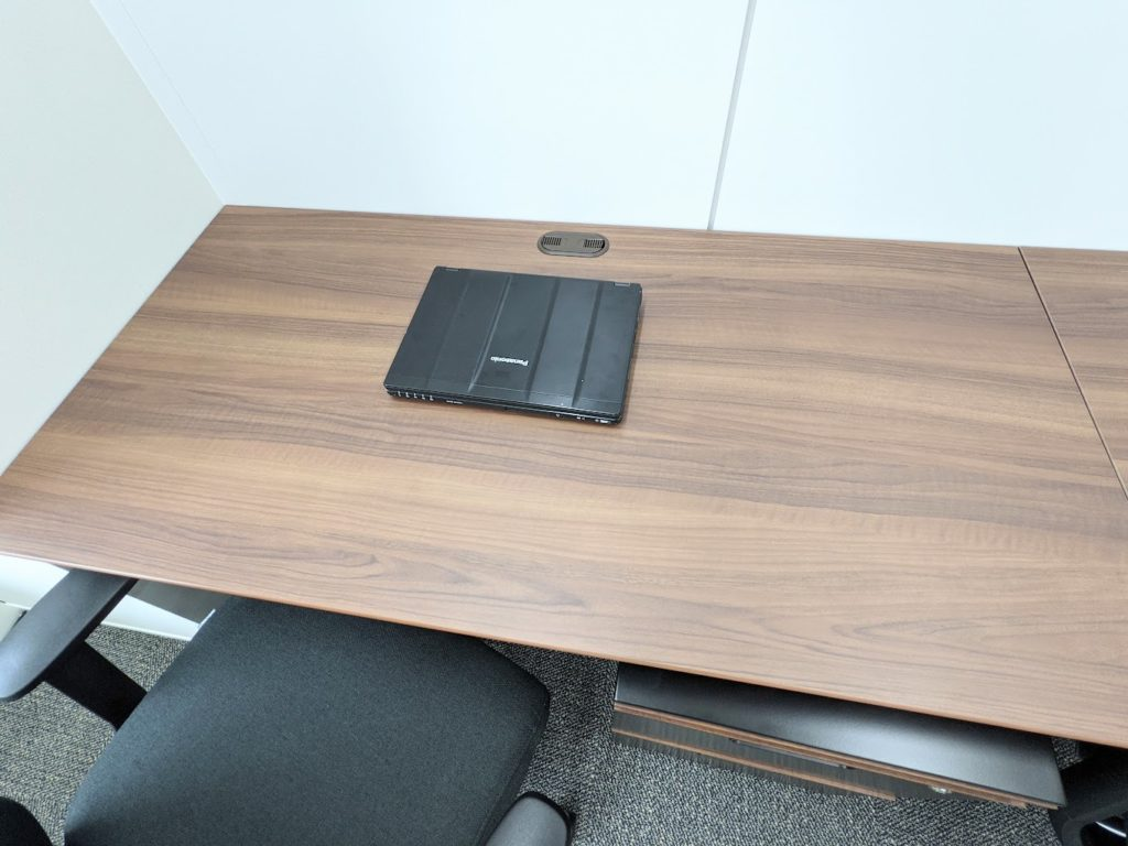 ビジネスエアポート日比谷_個室のデスクのサイズイメージ