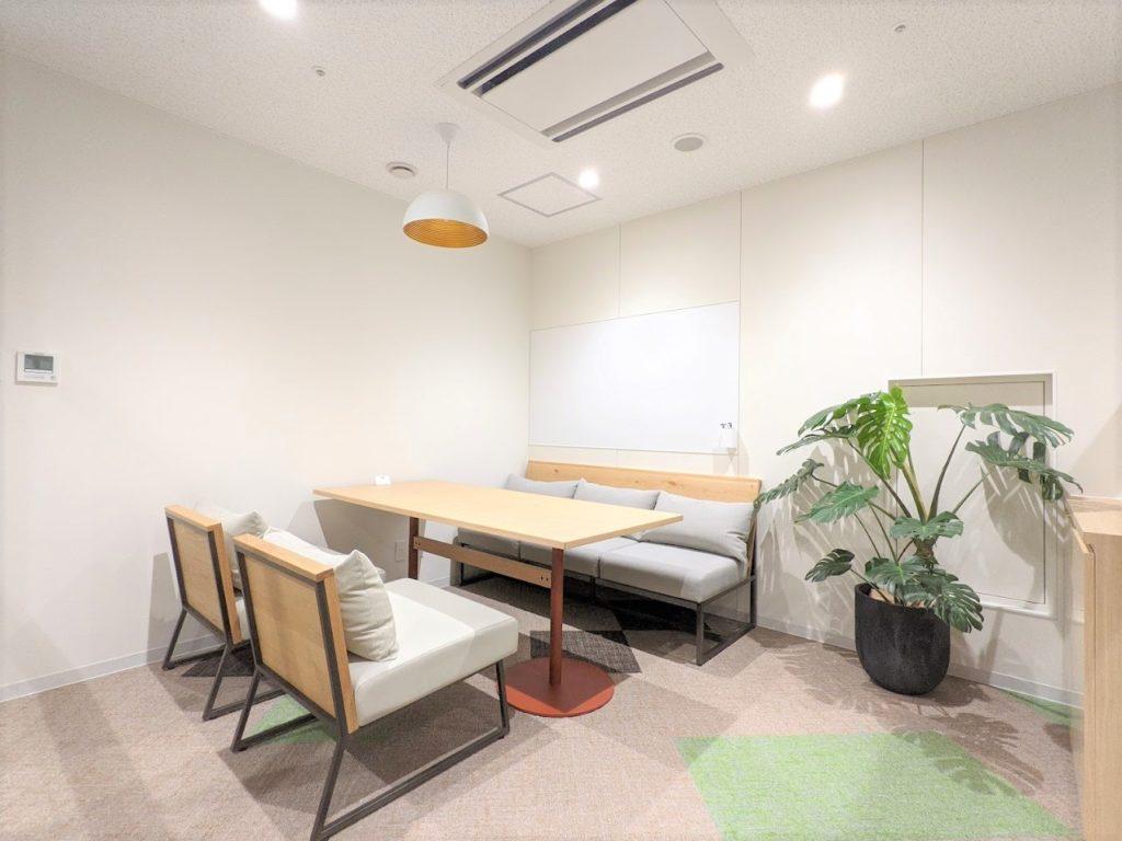 WORKING SWITCH ELK_エルク淀屋橋_プライベートエリアの4名用会議室