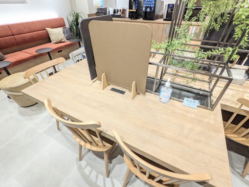 ビズミックス淀屋橋_コワーキングカフェサロン_長テーブル